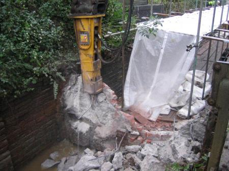 Digger continues its attack on the top gate wall